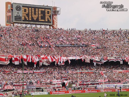 Um dos maiores clubes do continente, o River Plate, da Argentina, comemora hoje 108 anos de existência. Detentor de inúmeras glórias em campo, não vive bom momento hoje, mas tem uma das torcidas mais apaixonadas do mundo.