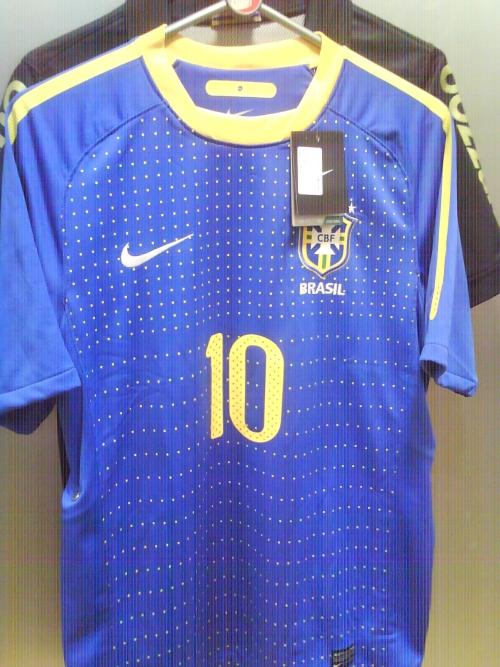 A nova camisa azul (uniforme dois) da Seleção Brasileira será lançada  oficialmente pela Nike na próxima segunda-feira de carnaval 80c88db827215