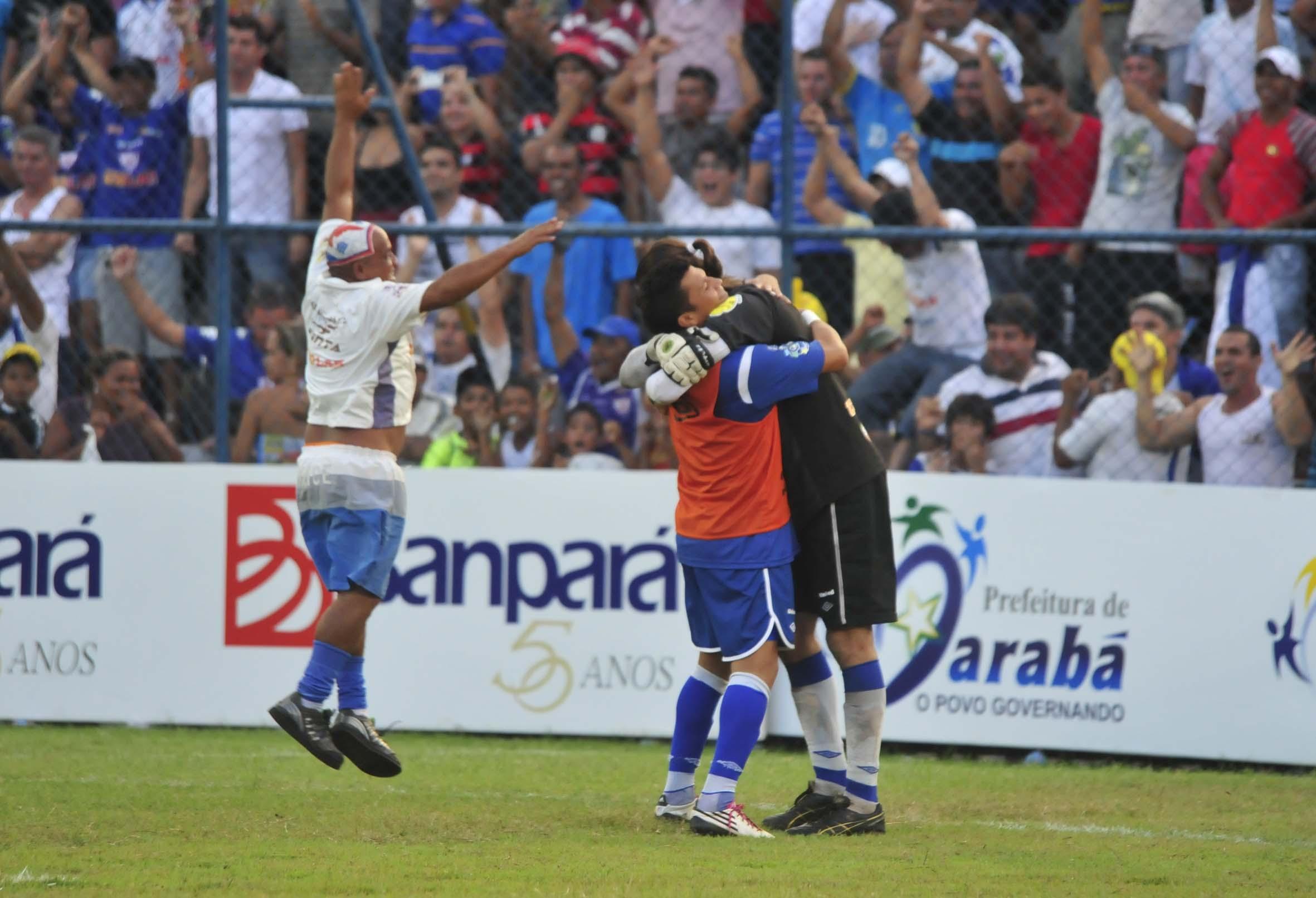 http://blogdogersonnogueira.files.wordpress.com/2012/02/aguiaxremo-confusao-e-prisao-mquadros-461.jpg