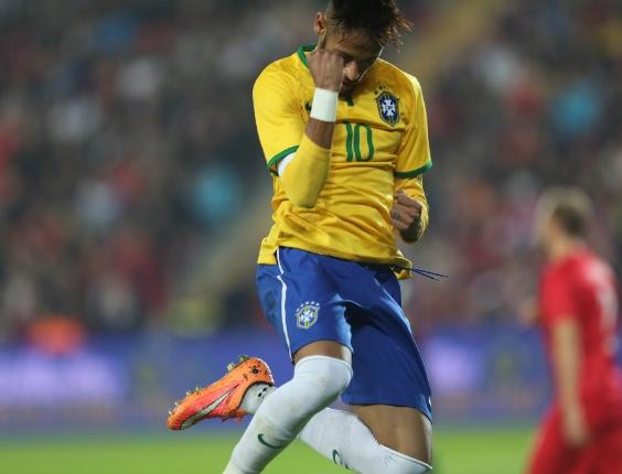 neymar-comemora-primeiro-gol-brasileiro-contra-a-turquia-em-istambul-1415819064409_564x430
