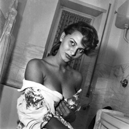 Sophia-Loren-sophia-loren-9462385-454-454