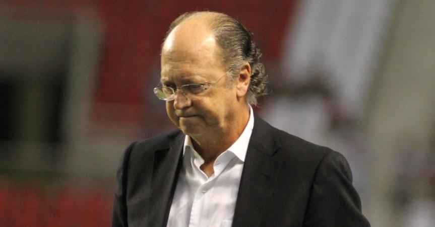 tecnico-do-bahia-paulo-roberto-falcao-lamenta-o-terceiro-gol-do-botafogo-sobre-seu-time-no-engenhao-1341789676137_956x500