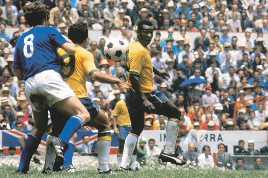 Pelé-e-Tostão-durante-a-Final-da-Copa-de-1970-contra-a-Itália-no-Estádio-Azteca-México-–-21-de-junho-de-1970.-Lemyr-Martins-