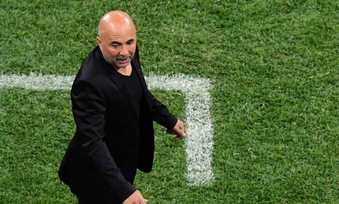 x77474441_Argentina27s-coach-Jorge-Sampaoli-reacts-during-the-Russia-2018-World-Cup-Group-D-footba.jpg.pagespeed.ic.rc0Qk2UR7J