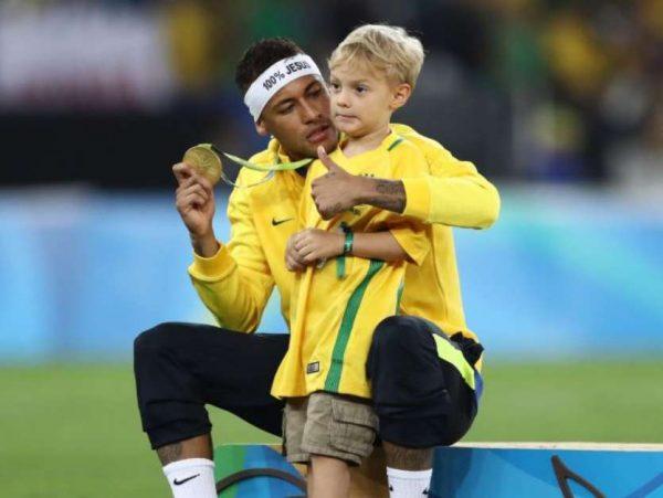 2706932-neymar-paga-o-equivalente-a-r-85-mil-po-650x488-3-600x451