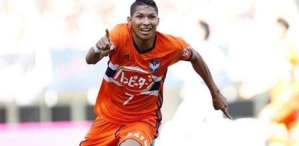 rony-e-o-artilheiro-do-albirex-niigata-com-quatro-gols-1505072851878_v2_615x300