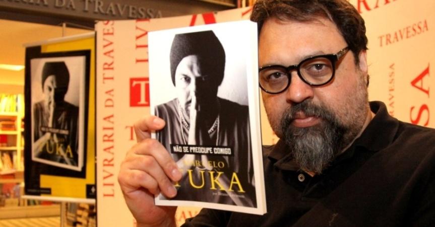 13mar2014--marcelo-yuka-lanca-biografia-nao-se-preocupe-comigo-em-livraria-no-leblon-zona-sul-do-rio-1394755108517_956x500