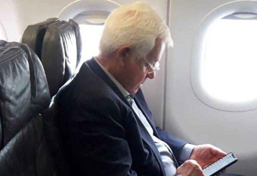 Moreira Franco foi fotografado por ouvinte dentro do voo