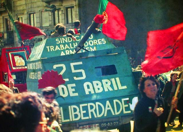 revolucao-dos-cravos-wikicommons
