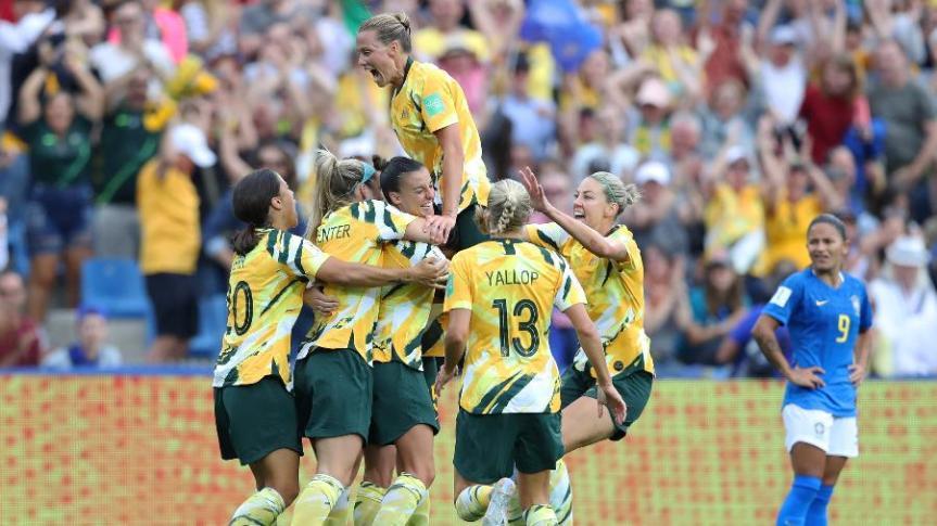 australia-comemora-gol-sobre-o-brasil-na-copa-do-mundo-feminina-1560447333004_v2_900x506