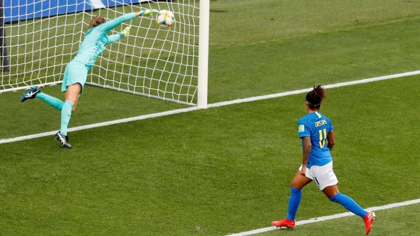 cristiane-marca-segundo-gol-do-brasil-1560446051404_v2_900x506