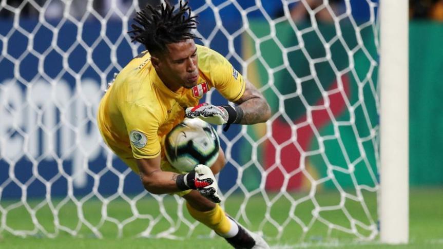 gallese-defende-o-penalti-de-suarez-na-partida-uruguai-x-peru-pela-copa-america-2019-1561842987715_v2_900x506
