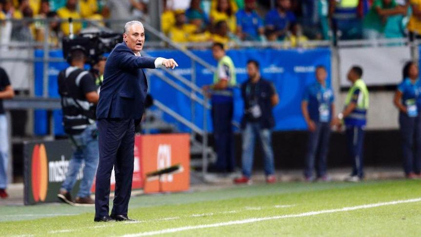tite-orienta-a-selecao-brasileira-em-jogo-contra-a-venezuela-na-copa-america-1560915271510_v2_900x506