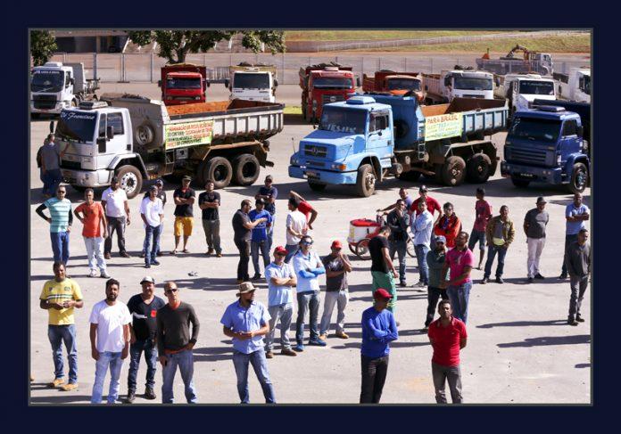 Protesto_Caminhoneiros_1-696x487