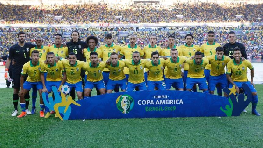 selecao-brasileira-posa-para-foto-antes-da-final-da-copa-america-contra-o-peru-1562538865149_v2_900x506