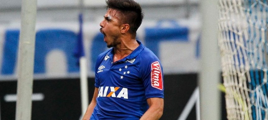 willian-comemora-gol-do-cruzeiro-sobre-o-fluminense-1478887887450_v2_900x506